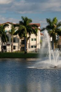 jefferson palm beach exterior with palm trees, pond and large fountain - jefferson apartment group