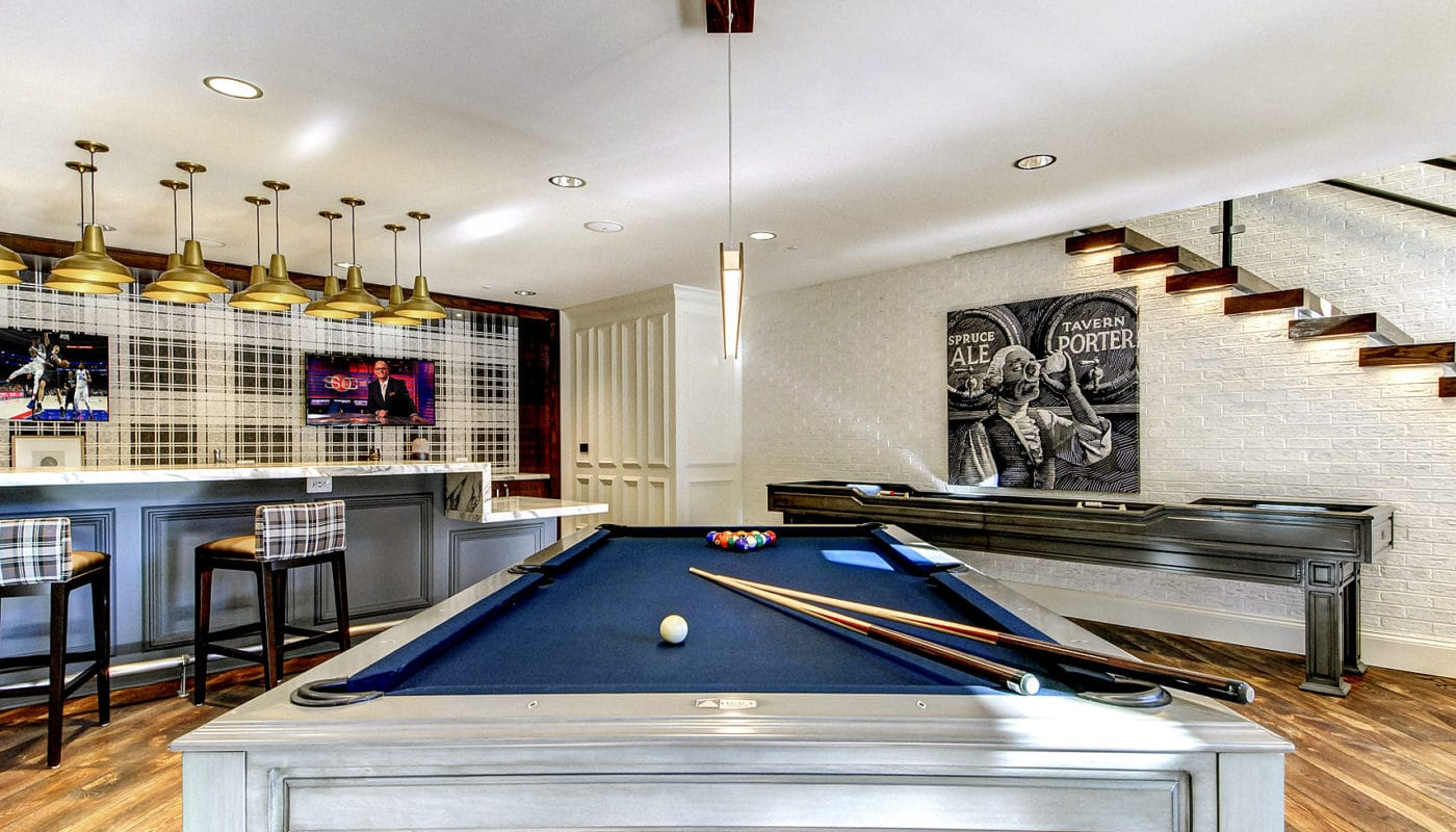 maybrook gameroom with shuffleboard, billiards table, bar area and flat screen tv - jefferson apartment group