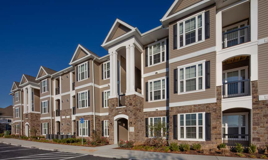 somerset park exterior showing a 3-story apartment building exterior with columns above the entry and stone accents - jefferson apartment group