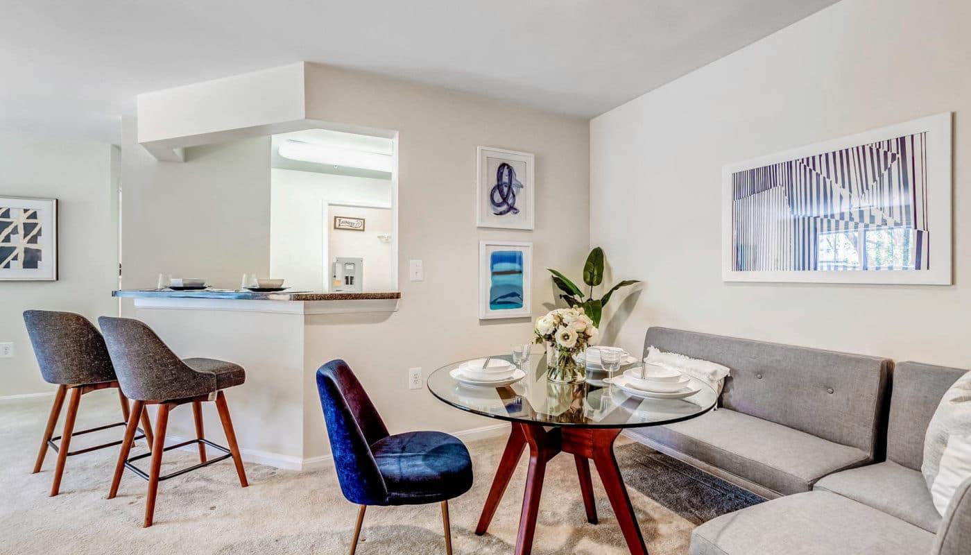 dining room and breakfast bar - J Harbor Park reston va apartments